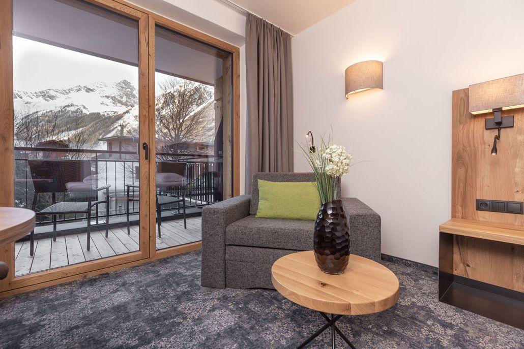 Moderne Ferienwohnungen, bequemer Sessel, modernes Design, Apart Peppone