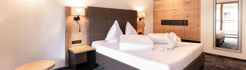 Apart Peppone modernes, helles Schlafzimmer, Ferienwohnung Tirol
