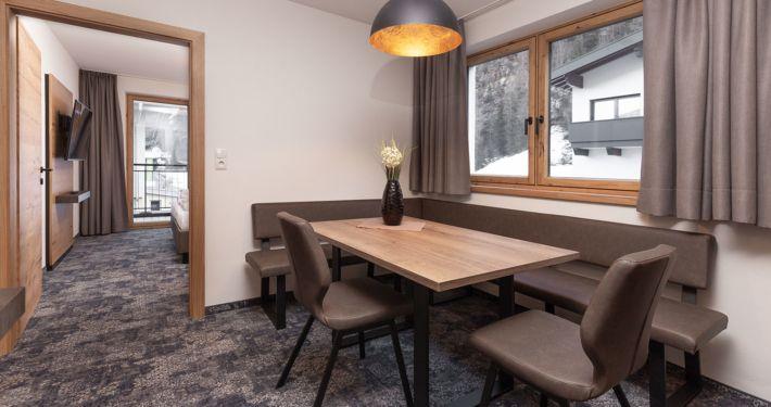 Esstisch mit Eckbank Appart Peppone, Ferienwohnungen Längenfeld, Tirol