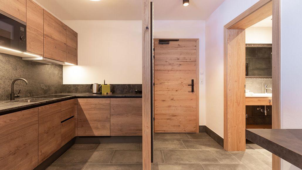 Küche und Eingang Appartement Längenfeld, Tirol, Apart Peppone