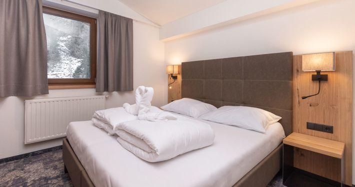 Doppelbett in Ferienwohnung Apart Peppone Längenfeld Tirol