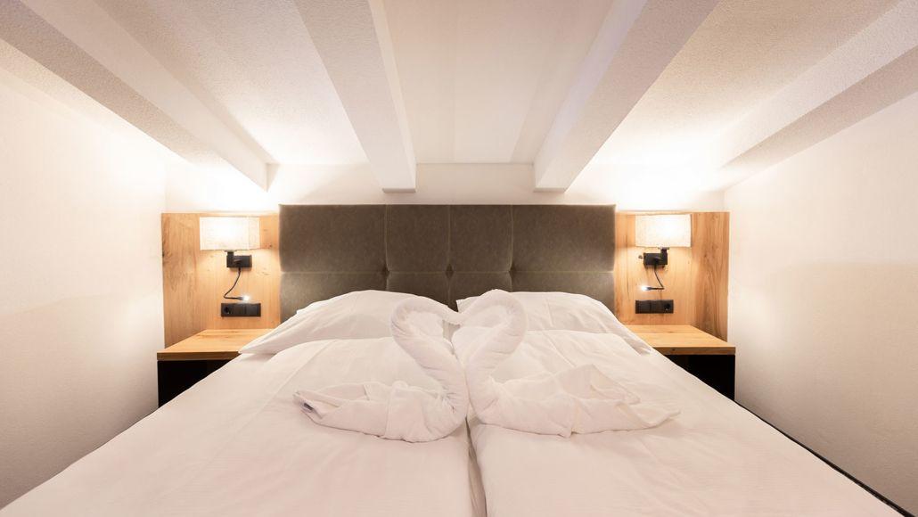 Gemütliches Doppelbett im Apart Peppone. Luxus und Komfort