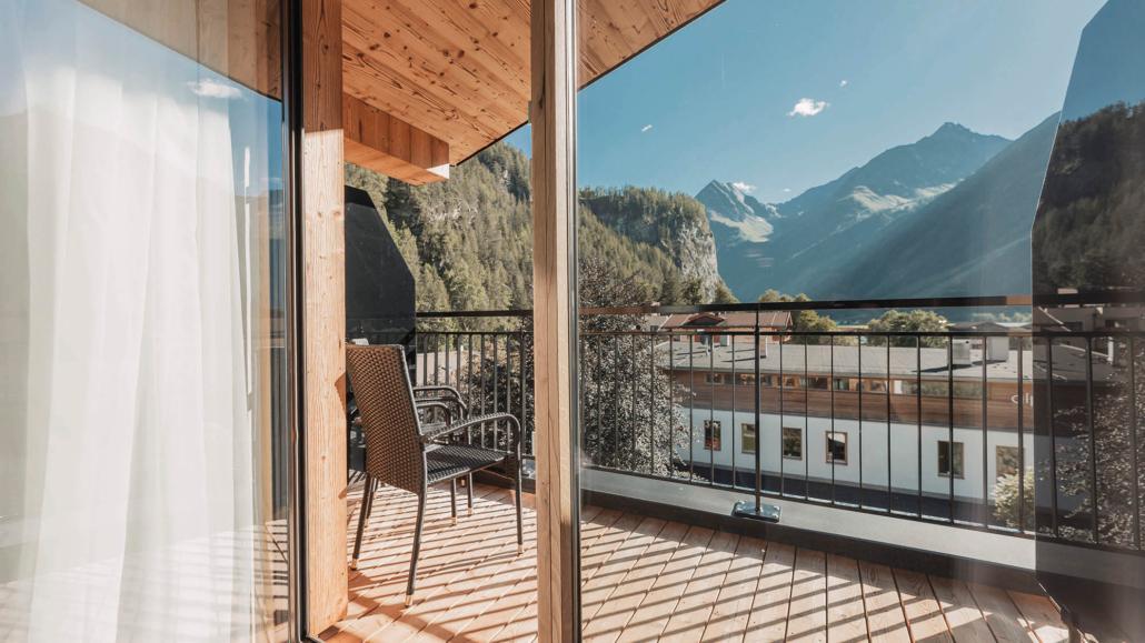 Terrasse mit Panoramablick in Ferienwohnung Apart Peppone